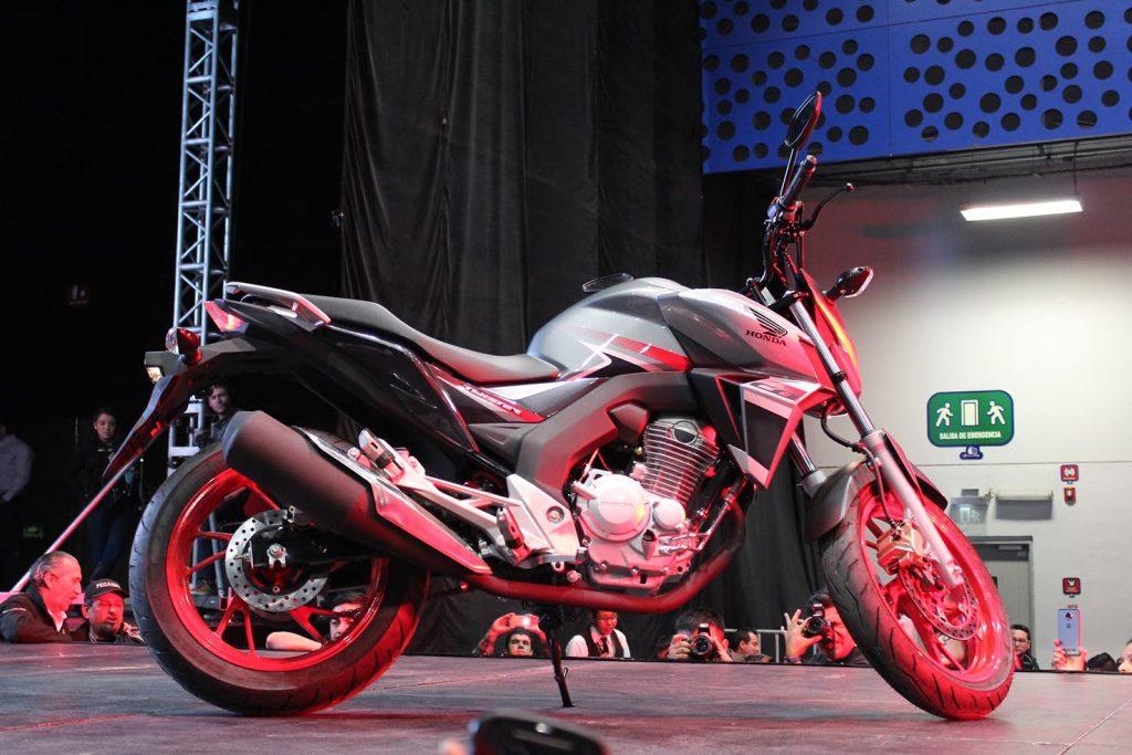 Lanzamientos expo moto 2017 CB 250 Twister 2